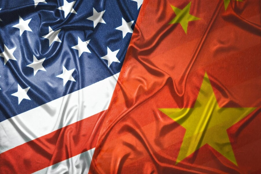 Flaggen der USA und China